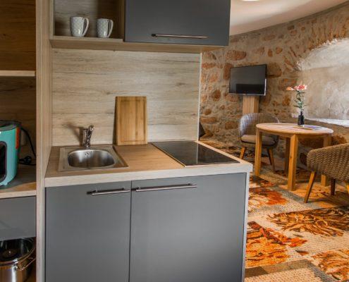 Küchenzeile des Turmzimmers